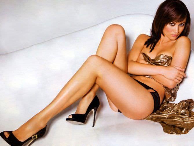 Ольга Куриленко фото с золотым покрывалом