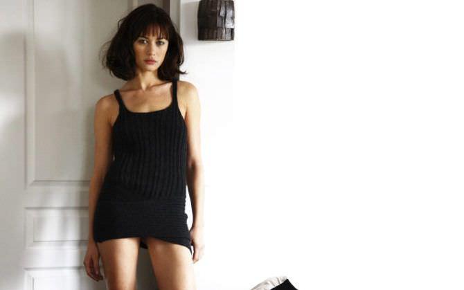 Ольга Куриленко фото у стены