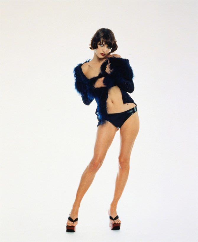 Милла Йовович фото в белье и блузке