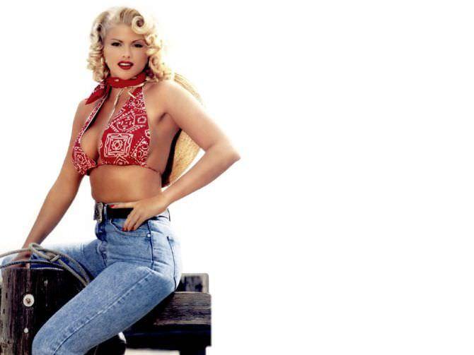 Анна Николь Смит фотография в джинсах