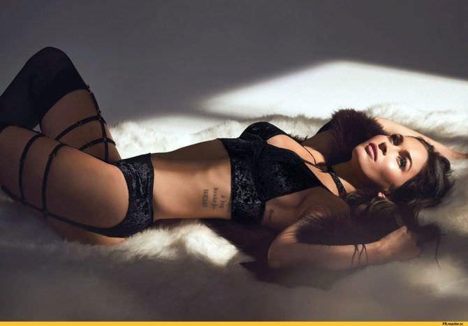 Меган Фокс фото в бархатном белье