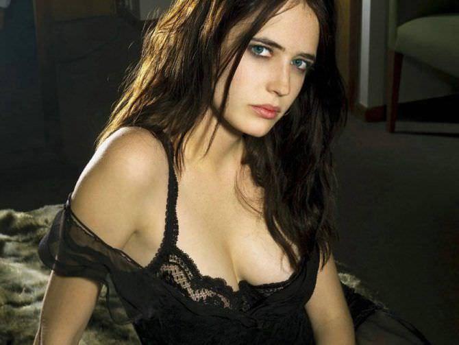Ева Грин фото в ночной сорочке
