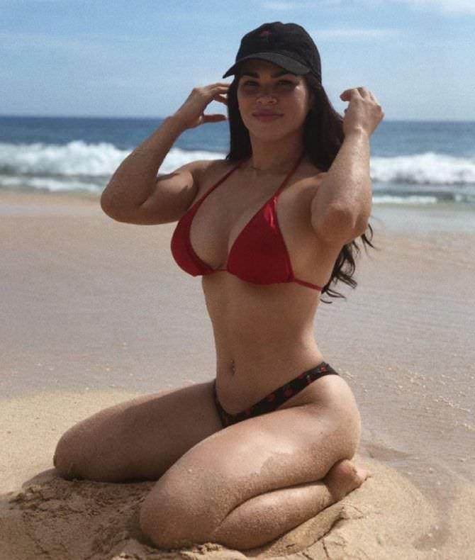 Рэйчел Остович фото на песке