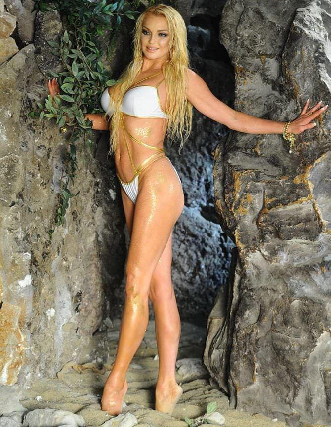 Анастасия Волочкова фото в скале