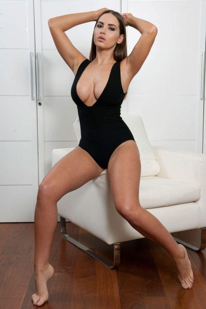 Сабина Емельянова фото в чёрном купальнике