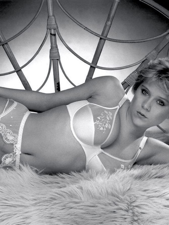 Саманта Фокс фото в белом кружевном белье