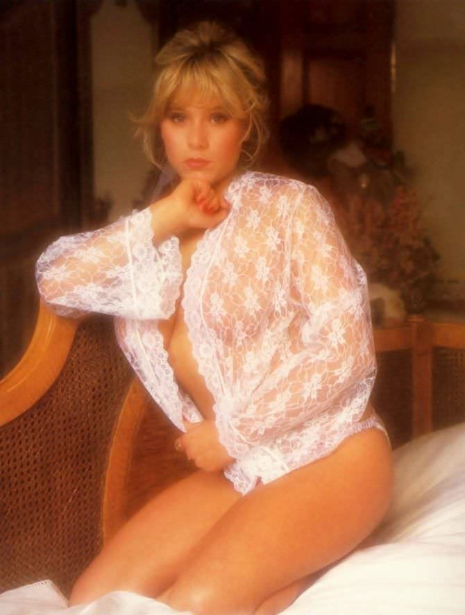 Саманта Фокс фото в кружевной блузе