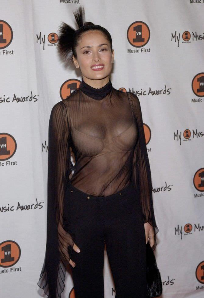 Сальма Хайек фото в чёрном платье