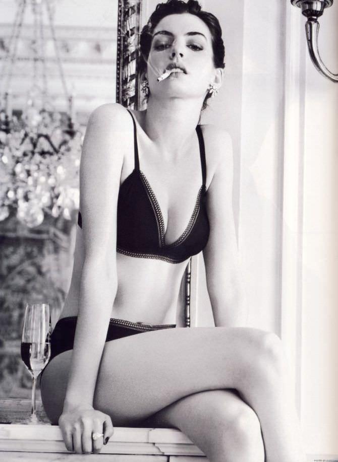 Энн Хэтэуэй фото в купальнике