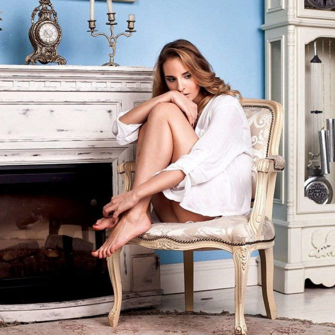 Софья Каштанова фото на стуле