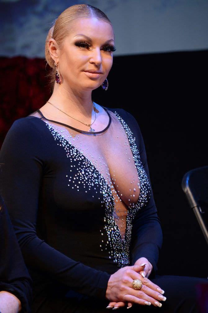 Анастасия Волочкова фото в платье