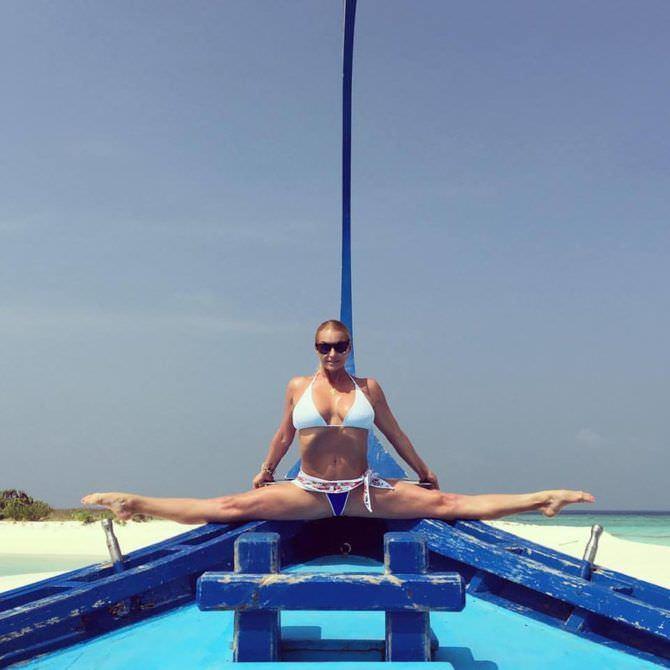 Анастасия Волочкова фото на лодке
