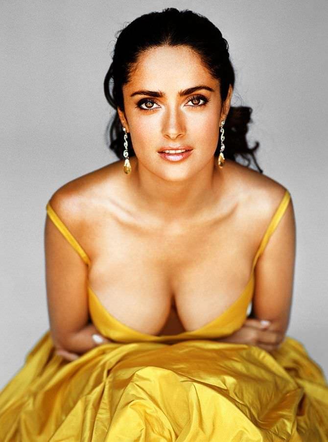 Сальма Хайек фото в жёлтом платье