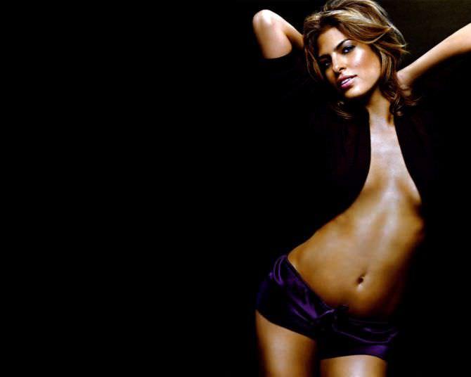 Ева Мендес фото в чёрной рубашке