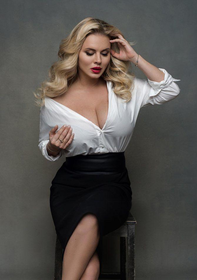 Анна Семенович фото в рубашке