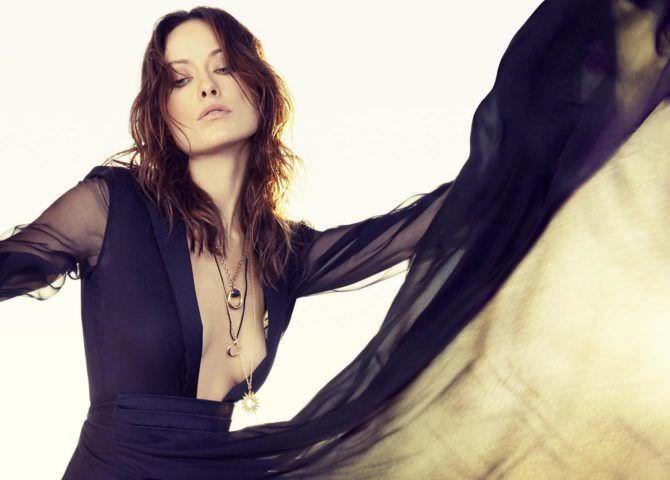 Оливия Уайлд фото в чёрном платье