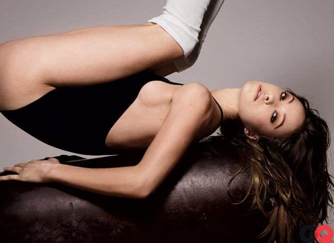Оливия Уайлд фото на спине