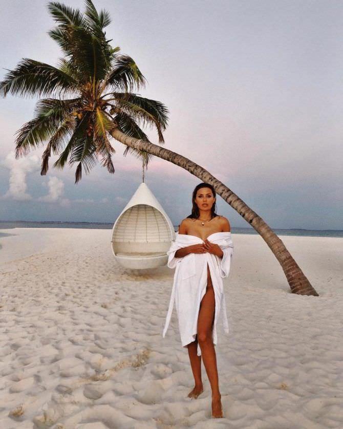 Виктория Боня фото в халате