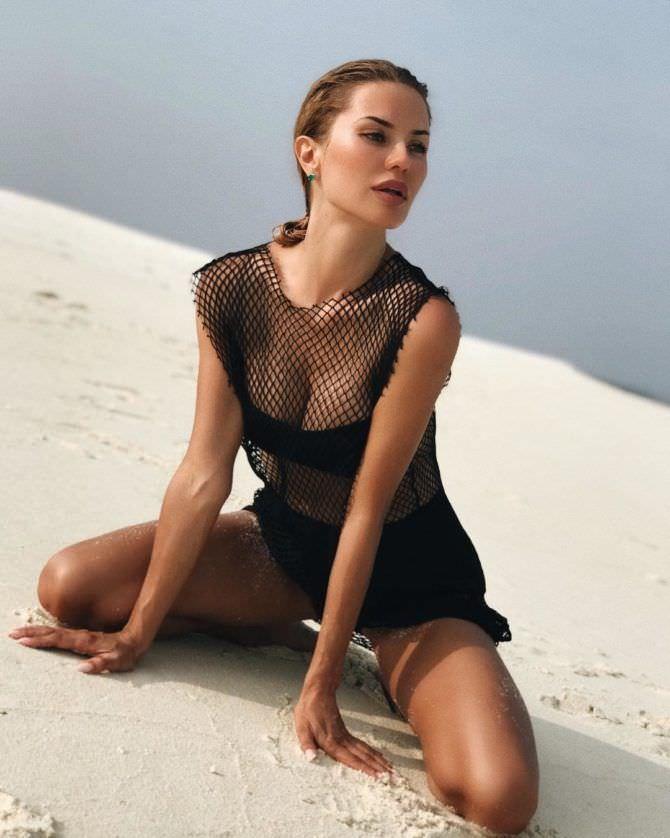 Виктория Боня фото на песке