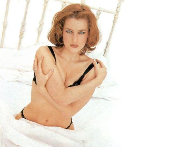 Джиллиан Андерсон фото в чёрном белье