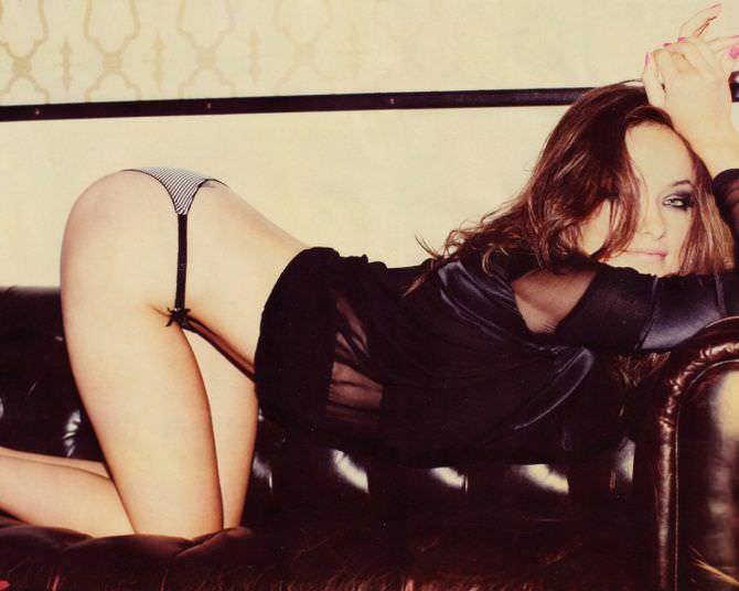 Оливия Уайлд фото на кушетке