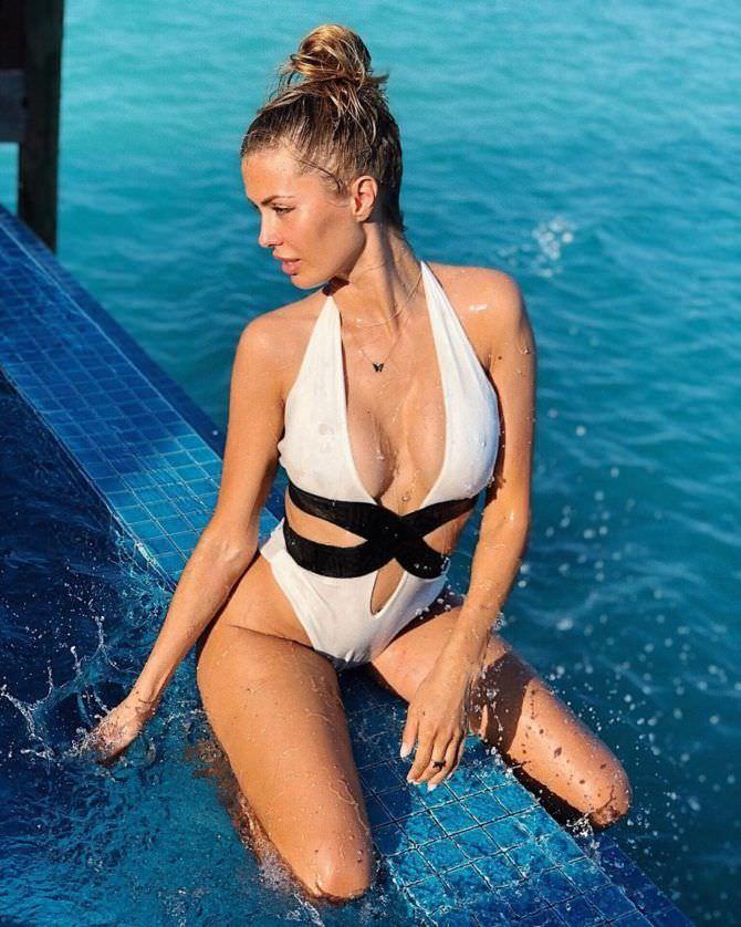 Виктория Боня фотография у воды