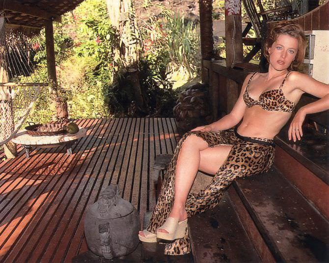 Джиллиан Андерсон фотография в купальнике