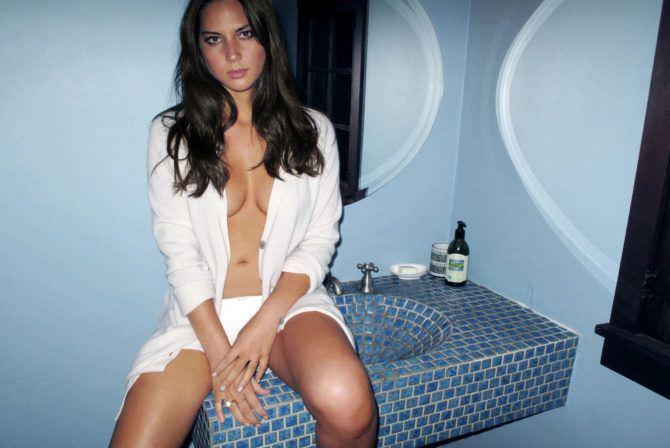 Оливия Манн фото в ванной