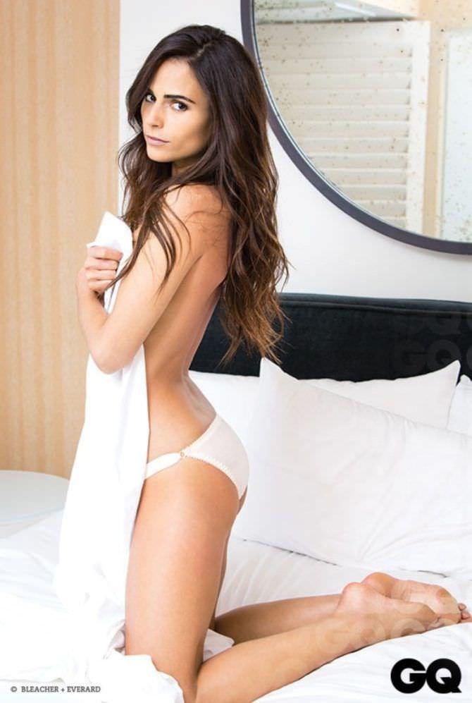Джордана Брюстер фотография в постели