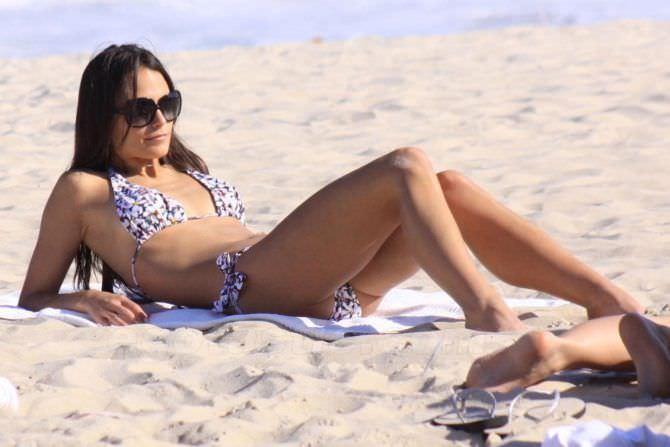 Джордана Брюстер фотография на песчаном пляже