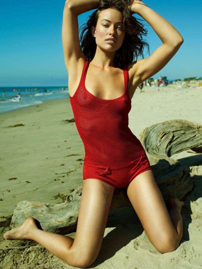 Оливия Уайлд фото в закрытом купальнике