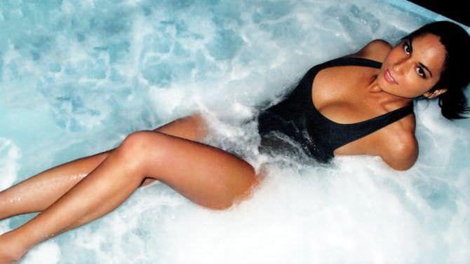 Оливия Манн фотография в воде