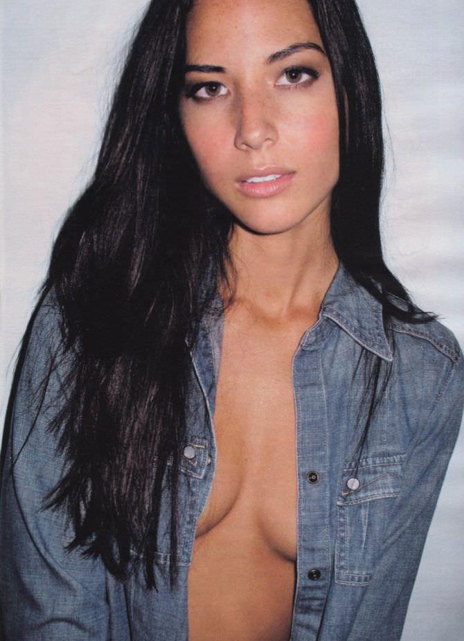 Оливия Манн фото в рубашке