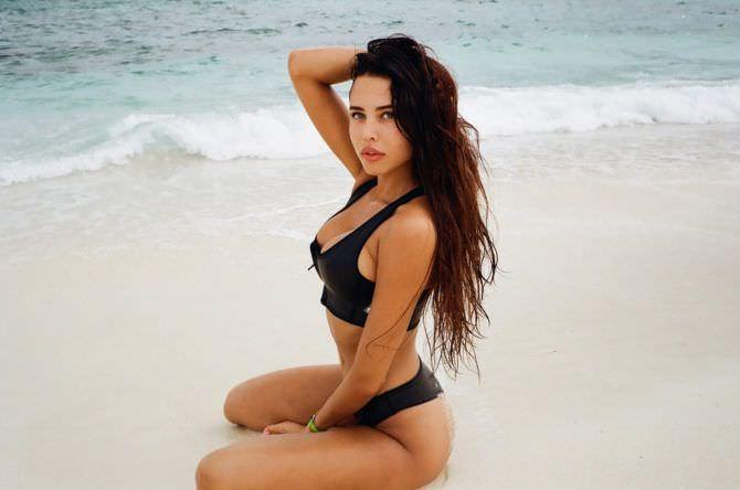 Анастасия Решетова фото в бикини на пляже