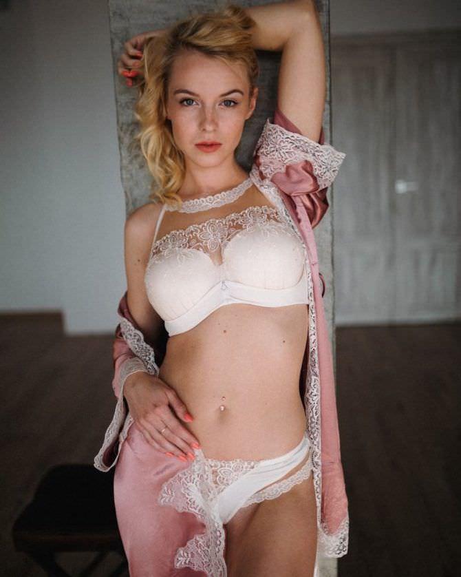 Ульяна Тригубчак фото в халатике