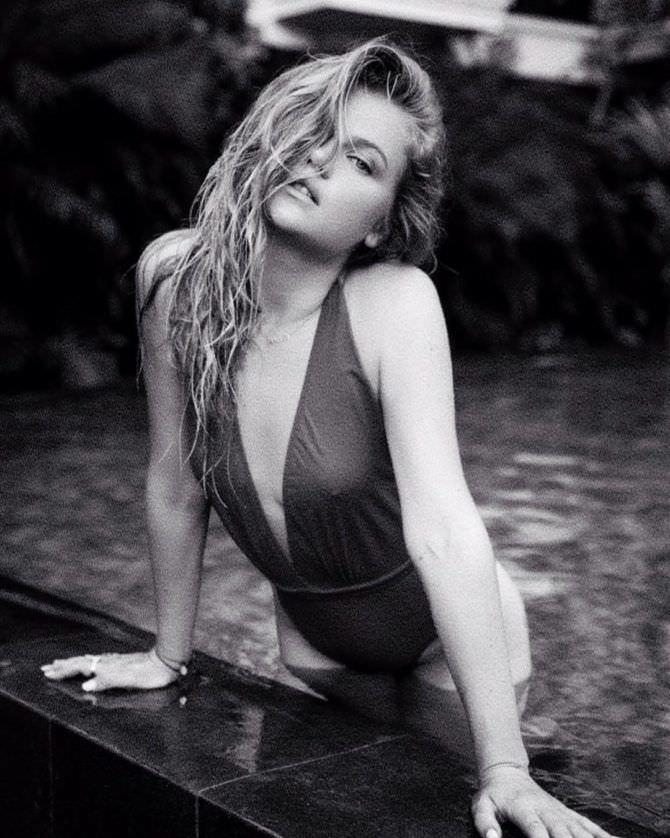 Мария Ивакова фото в воде