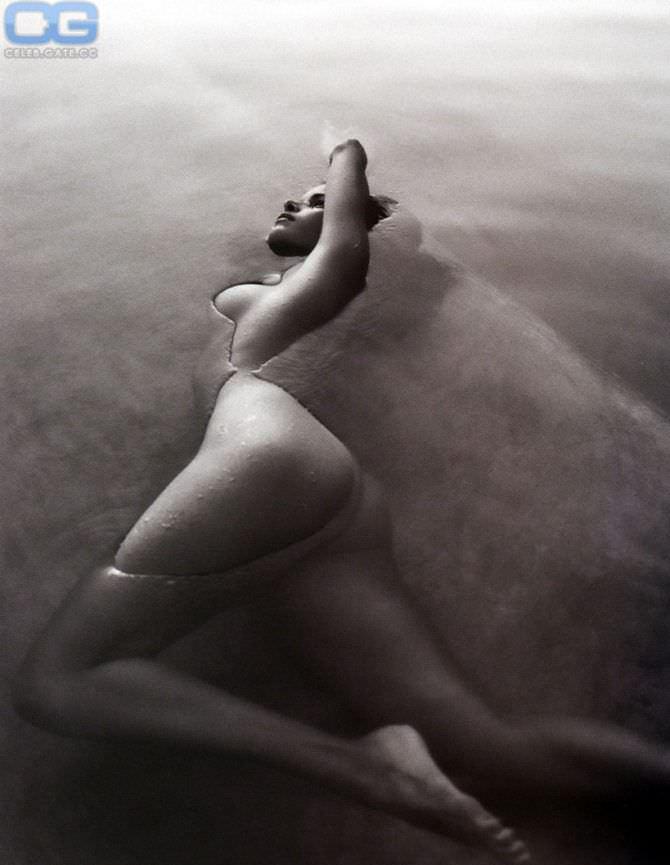 Патрисия Веласкес фотография в воде