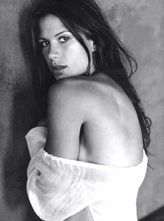 Рона Митра фотография в блузке