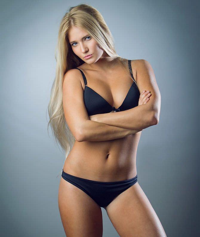 Анастасия Янькова фото в бикини