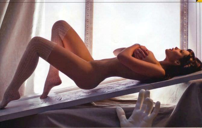 Мария Горбань фото у окна