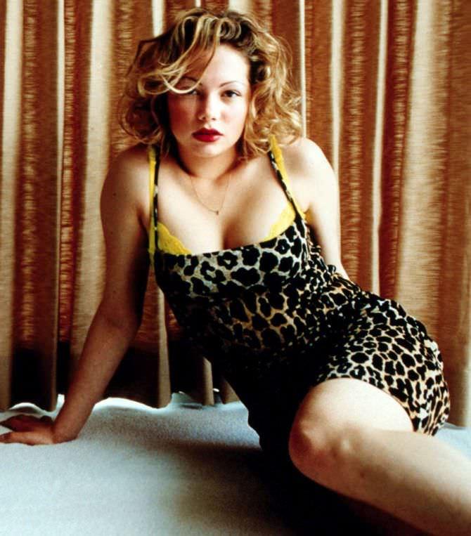 Мишель Уильямс фото в леопардовом платье