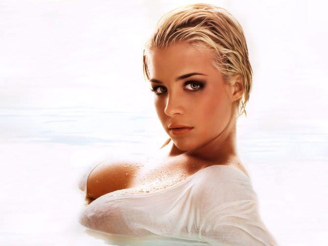 Джемма Аткинсон фото в воде