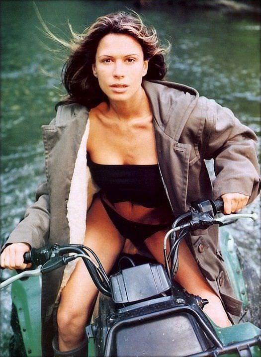 Рона Митра фото на водном мотоцикле