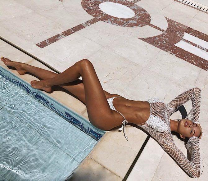 Анастасия Решетова фотография у бассейна
