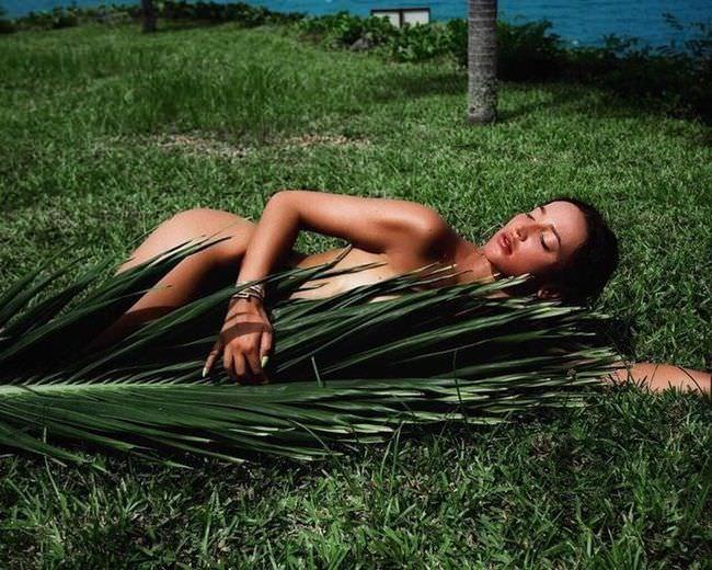 Ольга Бузова фото с пальмой