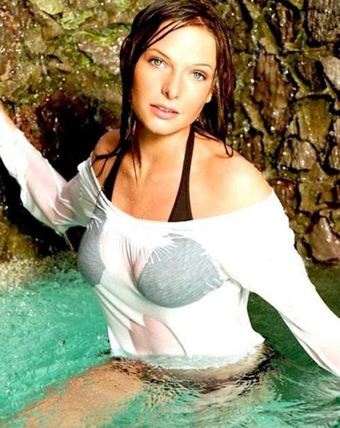 Ребекка Фергюсон фото в воде