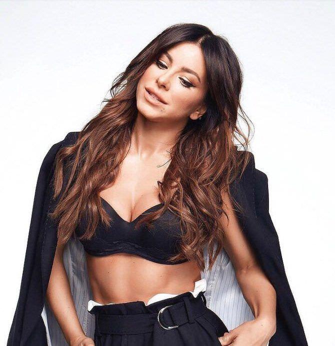 Ани Лорак фотография в пиджаке