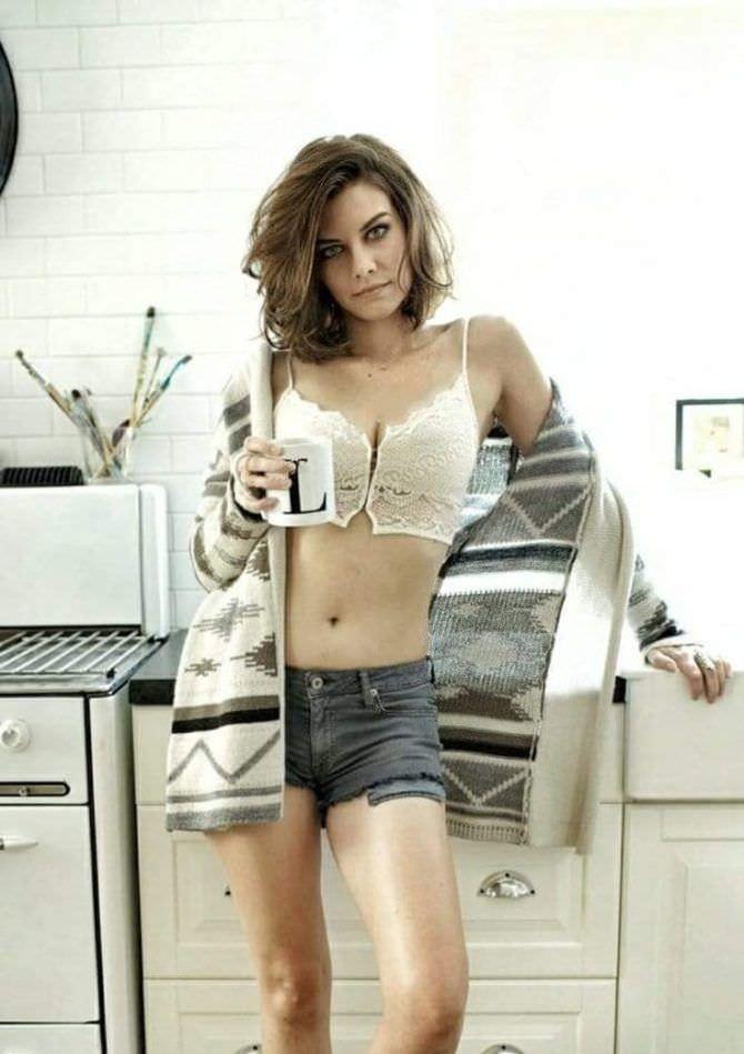 Лорен Коэн фото в шортах