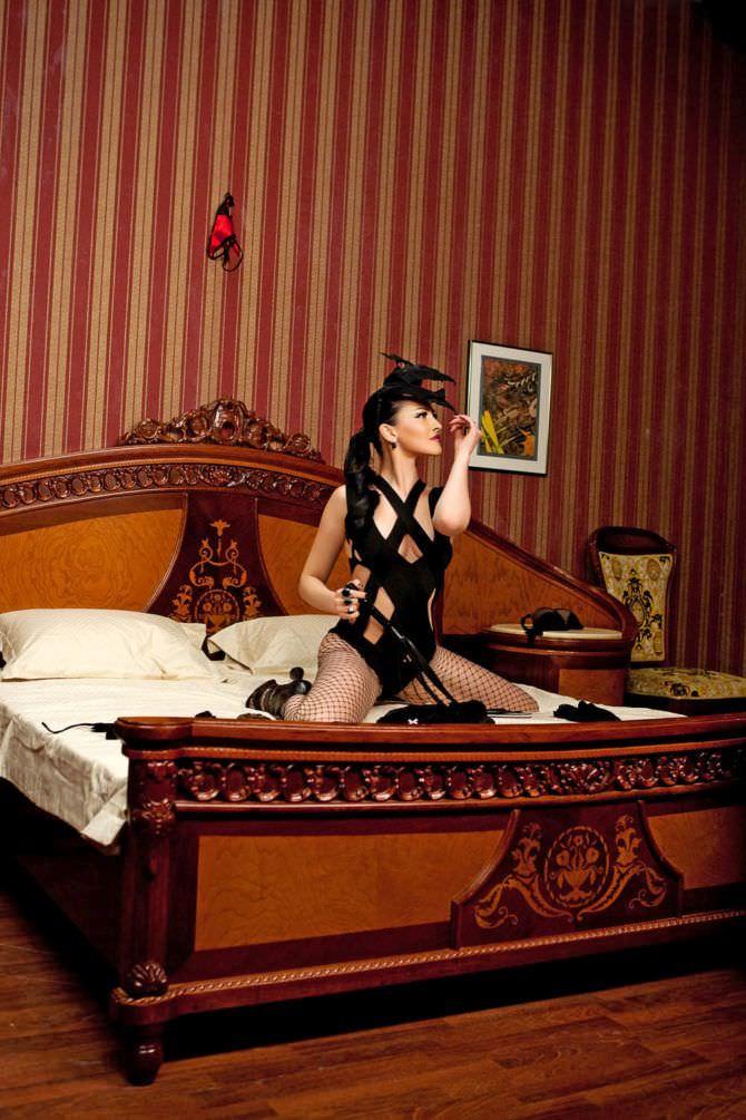 Даша Астафьева фото на кровати