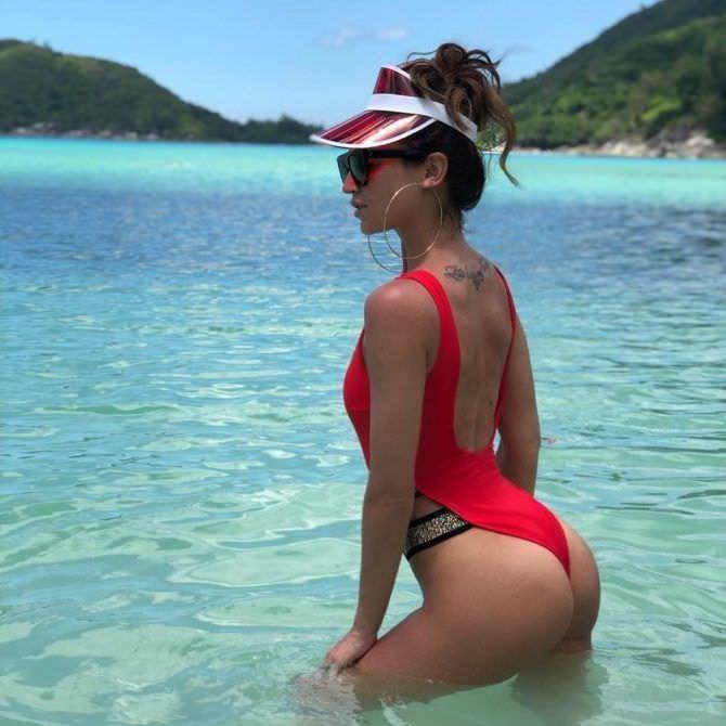 Ольга Бузова фото в красном купальнике